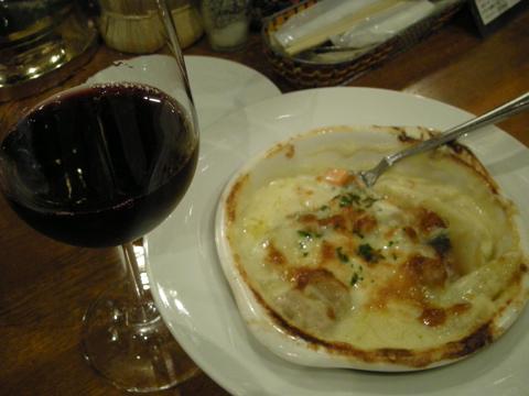 赤ワインとペンネグラタン