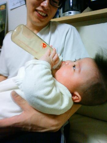 ゆい4ヶ月 パパとミルク