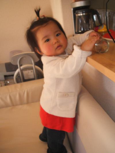1歳0ヶ月ゆいソファの上