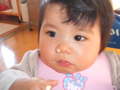 ゆい1歳0ヶ月鼻にパン