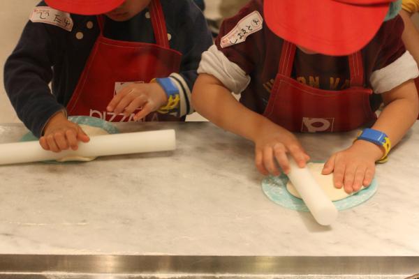 2009-2-15キッザニア‐ピザ作り