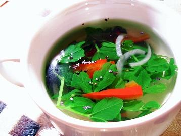 ピーシュートと赤パプリカのスープ