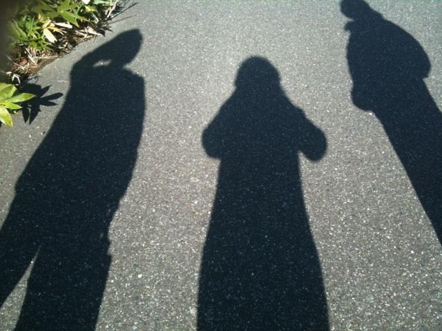 影のスリーショット