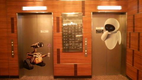 エレベーターにウォーリー