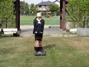 2010.8.28芝生メンテ 007