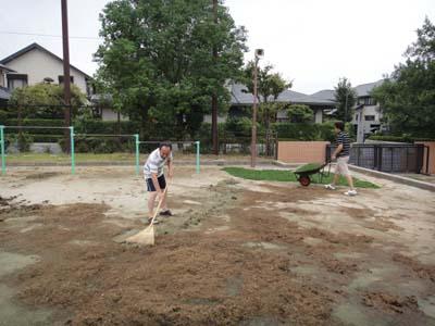 2011.8.20芝生メンテ 005