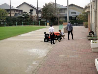 2011.11.19芝生機械メンテ 004