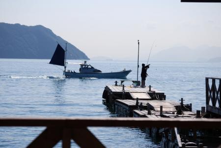 1698行く漁船
