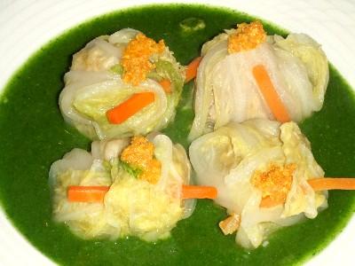 上海蟹味噌入り肉団子のロール白菜・精進蟹ミソ添え