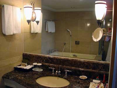 大理石の洗面所