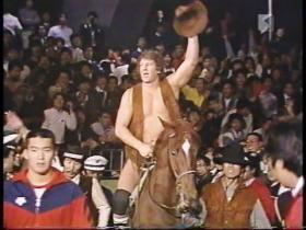 カウボーイ・ボブ・オートンと馬、先導するのは黒のカリスマ!!