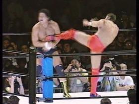 高田もミドルの連打で反撃、