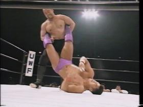 山崎は切り返して逆エビ狙い、