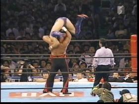 垂直式DDTを切り返した高田に、