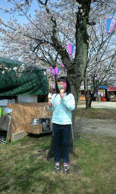 100406桜祭アイス食べる実織-0001