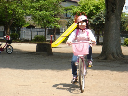 DSC02634公園で自転車に乗る実織○
