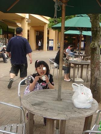 DSC02837カフェでアイス食べる実織