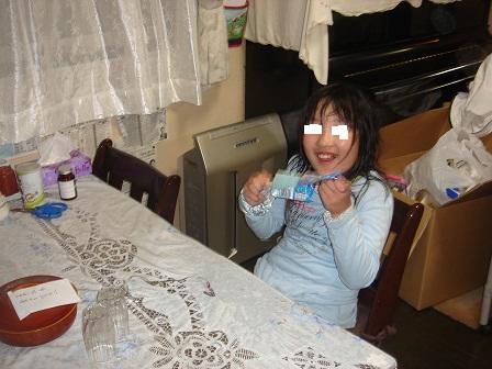 DSC03118ガリガリくん食べる実織○