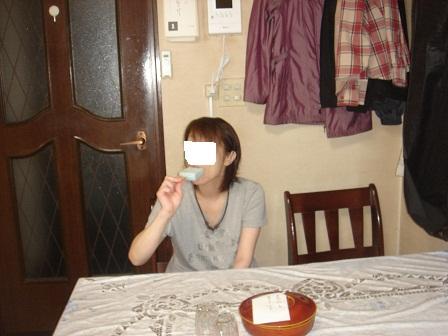 DSC03122ガリガリくん食べる咲○