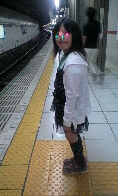 100612電車待つ実織-0001