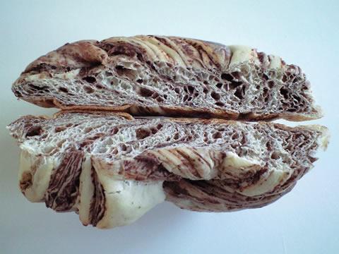 しろいパン(チョコ)