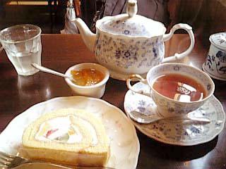 ブーケ トライフルロールケーキ+紅茶