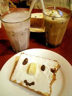 QUEEN'S CAFE シフォンケーキ+ブルーベリーミルクセーキ
