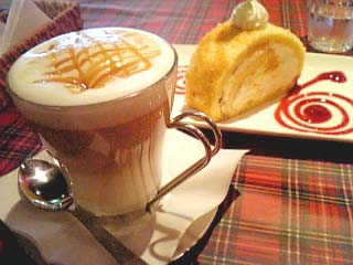 CoCoLo cafe フルーツロールケーキ+キャラメルマキアート