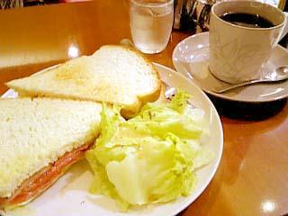 cafe NIRE 本日のランチ(BLTサンド+紅茶+デザート)
