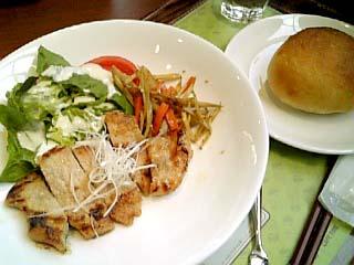 SHIPS LITTLE CARS CAFE 日替わりランチ(豚肉+きんぴらごぼう+パン)