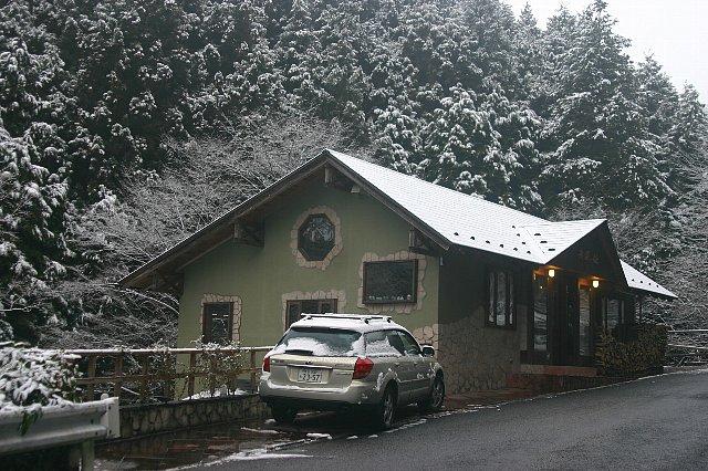 雪景色と店内の花 001
