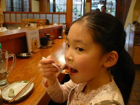 桜えび食べるこごま6