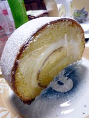 城南町のひなたまこっこの特製ロールケーキ♪