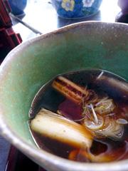 湯布院の古式手打ち蕎麦 泉 岳本支店で鴨せいろそば。