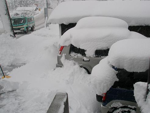 大雪の日車