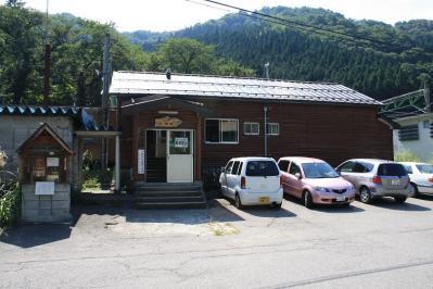 駅舎。登山客がよく訪れる。