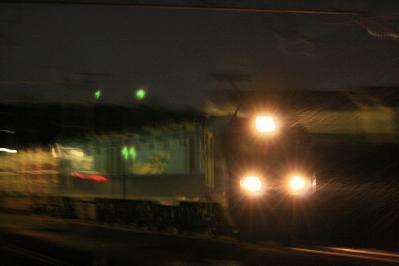 雨の中のEH200牽引貨物列車