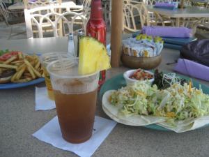 ハワイ海辺のカフェ