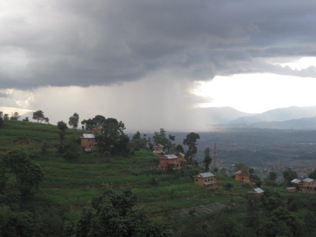 雨の合間と雨が降っている様子 007