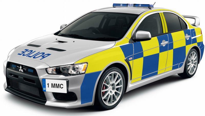 イギリスの警察に配備されたランサーエボリューションXパトカーの写真
