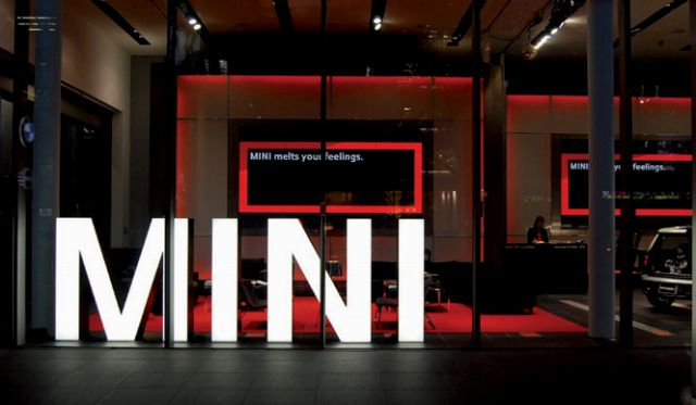 チョコレートホットラウンジのMINIのサインの写真
