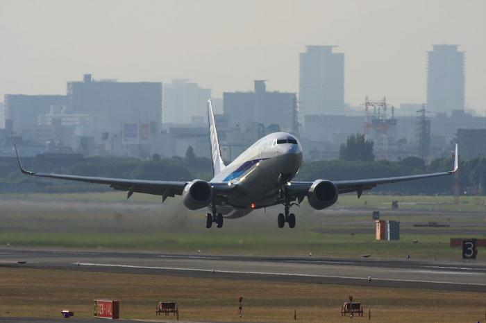 ANA B737-881 ANA521@エアフロントオアシス(by 40D with SIGMA APO300/2.8EX+APO TC2x)