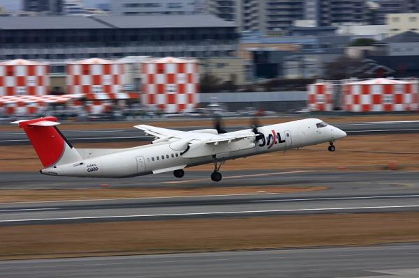 JAC DHC8-Q400 3X2365@ラ・ソーラ(by 40D with EF100-400)