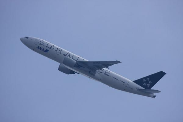 ANA B777-281 フェリー便?@瑞ヶ池公園(by 40D with EF100-400/4.5-5.6L IS)