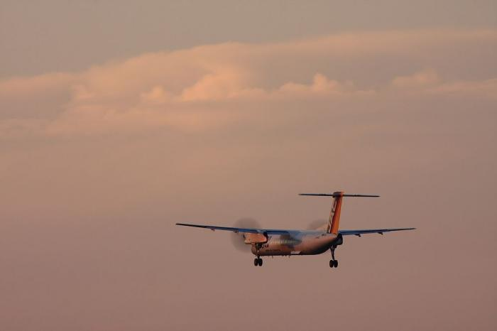 JAC DHC-8-Q400 JAC2440@RWY32Lエンド千里川土手(by 40D with EF100-400/4.5-5.6L IS)
