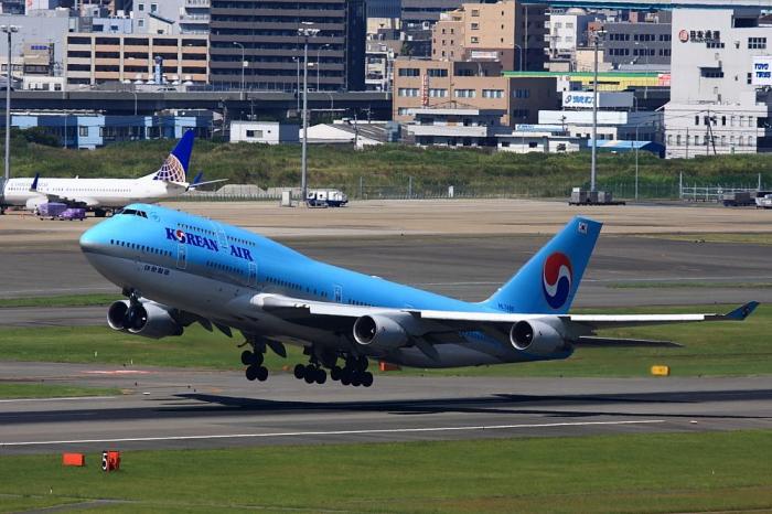 KAL B747-4B5 KE788@福岡空港・アクシオン福岡(by 40D with EF100-400/4.5-5.6L IS)