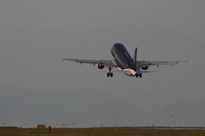 SFJ A320-214 SFJ84@北九州空港RWY36エンド付近(by 40D with SIGMA APO300/2.8EX+APO TC2x)