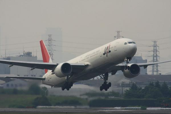 JAL B777-346 JAL2081@エアフロントオアシス(by 40D with SIGMA300/2.8EX+APO TC2x)