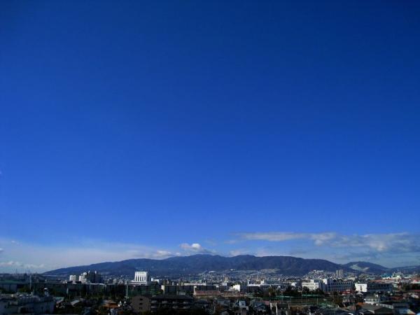 本日の朝の空with六甲山(by IXY DIGITAL 910IS)