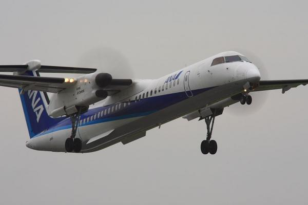 ANA DHC8-Q400 ANA1677@下河原緑地展望台(by 40D with SIGMA300/2.8EX+APO TC2x)